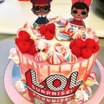 Шоколадно-карамельный торт для девочек